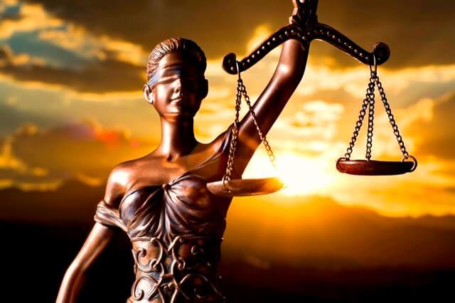 قواعد الدين والفرق بين قواعد القانون وقواعد الدين