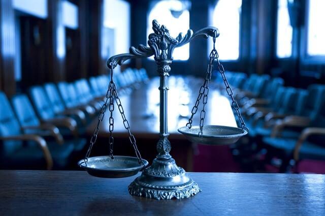 هل يجوز مخالفة العرف للقواعد القانونية الآمرة والمكملة؟