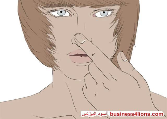 لمس أو فرك او حك الأنف - لغة الجسد