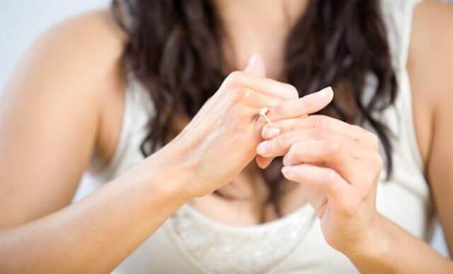 التململ بواسطة أشياء صغيرة - لغة الجسد