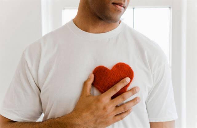 لغة الجسد في الحب عند الرجل