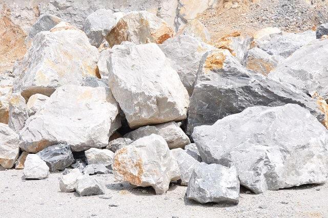 أنواع واستخدامات الحجر الجيري والفرق بين الجير الحى والمطفي